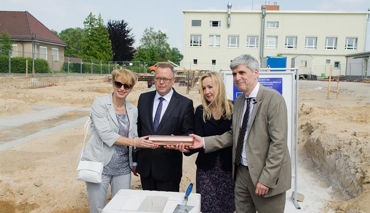 "Foundation stone ceremony for the ""House of Agricultural Biome Research"" in Muencheberg."