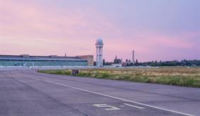 Blick auf das Tempelhofer Flugfeld in Berlin